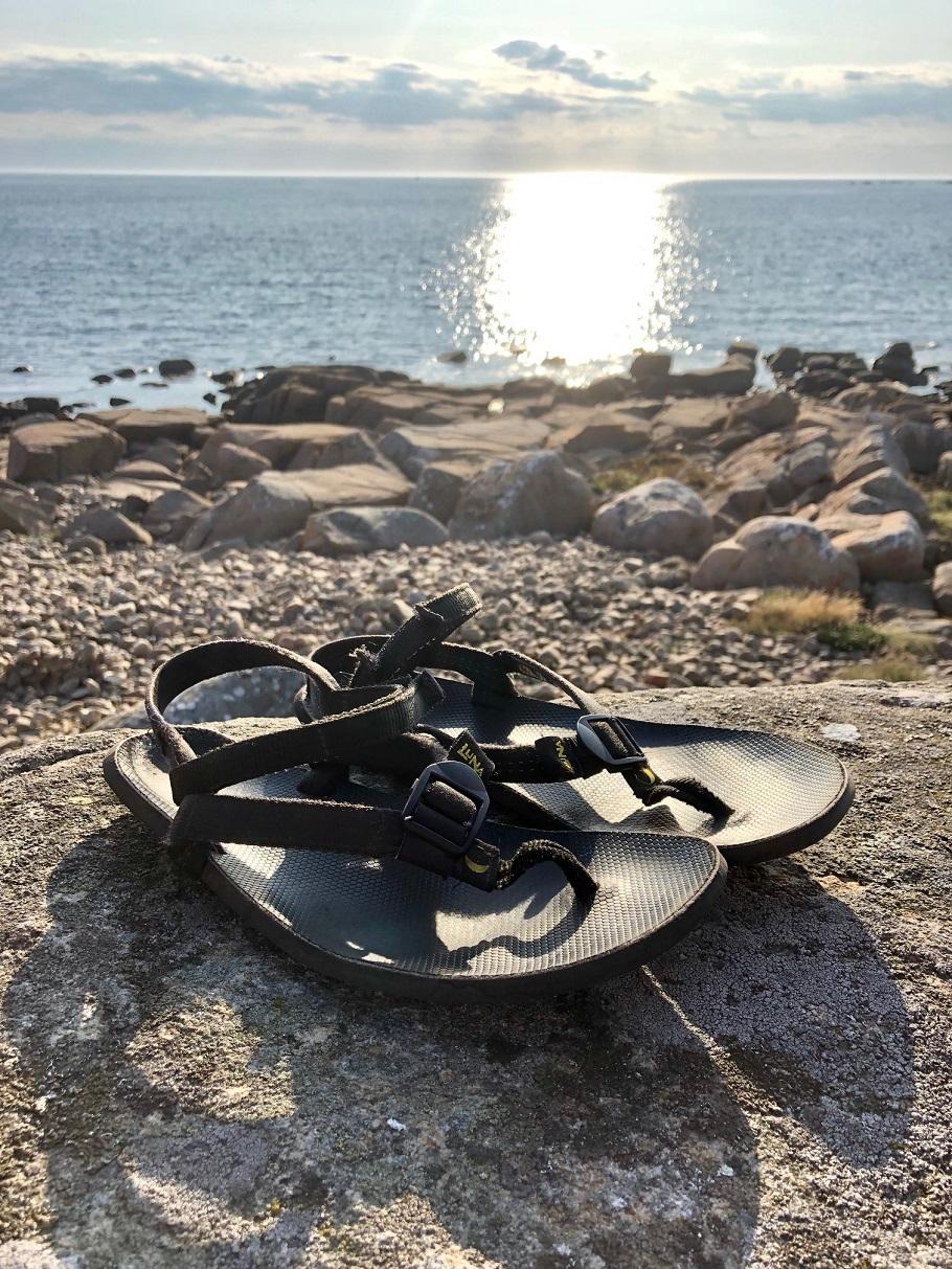 Bild på Luna sandaler i solnedgång