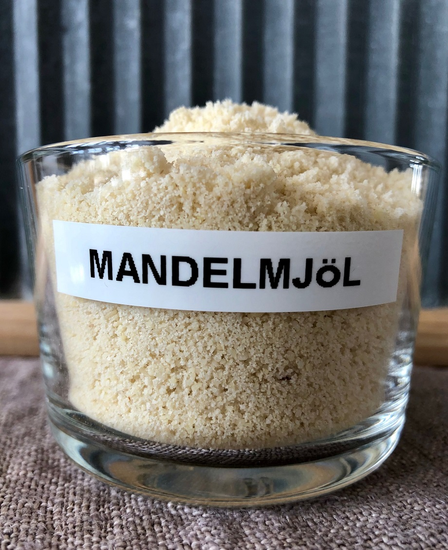 En skål med mandelmjöl