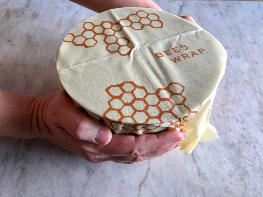 Klär in en skål med Bee´s Wrap