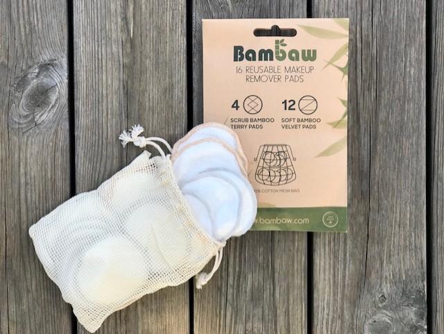 rengöringspads av bambu i en tvättpåse