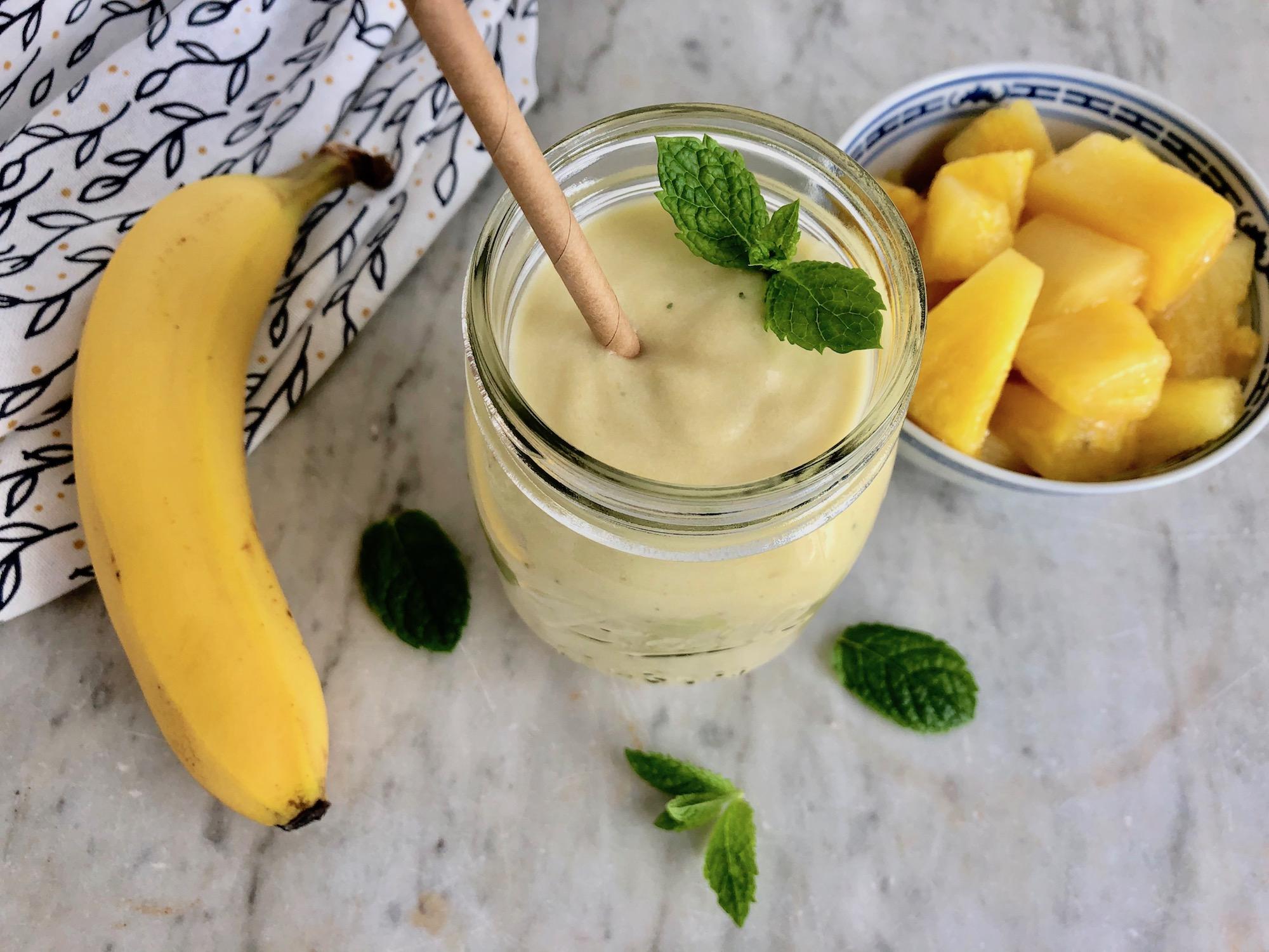 Ananas smoothie med ingefära och mynta