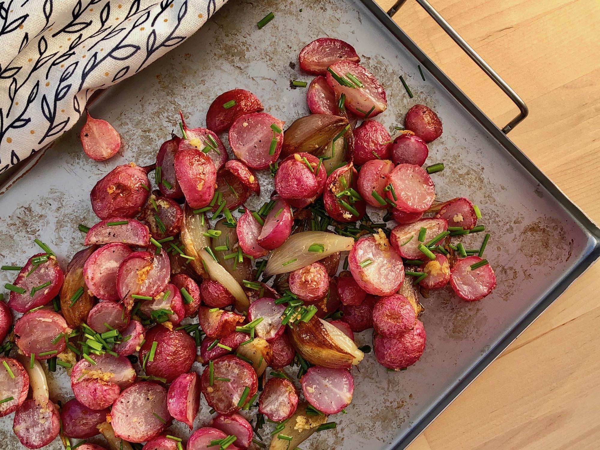 Rostade rädisor med tre sorters lök